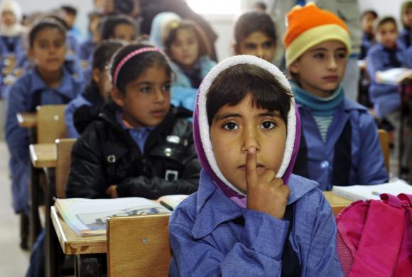 Syyrialaislapsia koulussa jordanialaisella pakolaisleirillä.