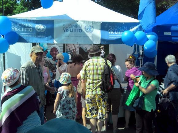 Suomen YK-liitto oli mukana myös festarihumussa toukokuisilla Maailma Kylässä -festareilla. (c) Suomen YK-liitto