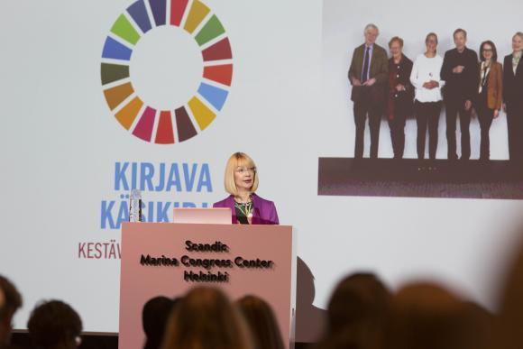 Kuva: YK-liiton varapuheenjohtaja Tytti Tuppurainen avasi YK:n päivän paneelikeskustelun.
