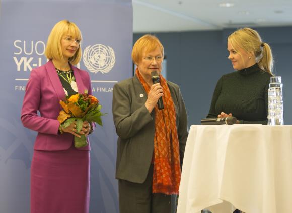 YK:n ystävät verkosto perustettiin lokakuussa, ja presidentti Tarja Halonen sai verkostolta vuoden YK:n ystävä -kunniamaininnan 2017. Sen ojensivat YK-liiton varapuheenjohtaja Tytti Tuppurainen (vas) ja puheenjohtaja Katri Kulmuni.